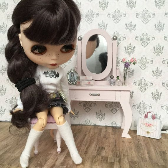 1:6 Shabby chic vanity table for Blythe Barbie Pullip by FABBLED