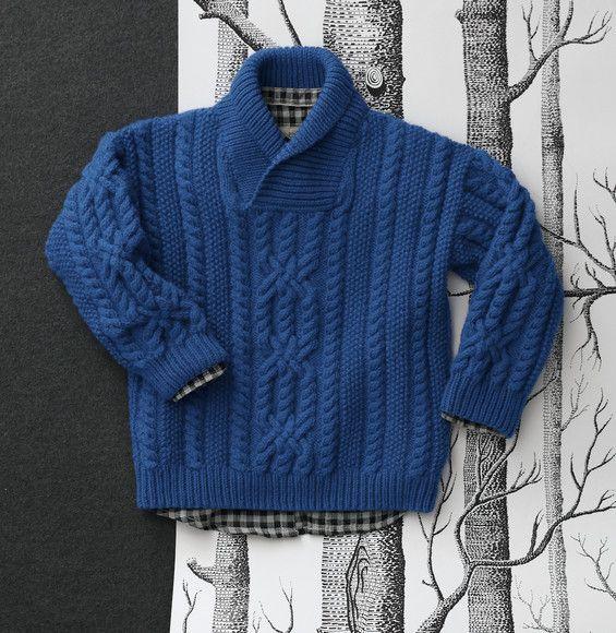 Elégance et sobriété sont les maîtres mots pour ce pull tricoté en Laine PARTNER 3.5 avec de larges et belles torsades.  Modèle n°13 du mini-catalogue n°674, 16 modèles stylés pour enfants, automne-hiver 2017