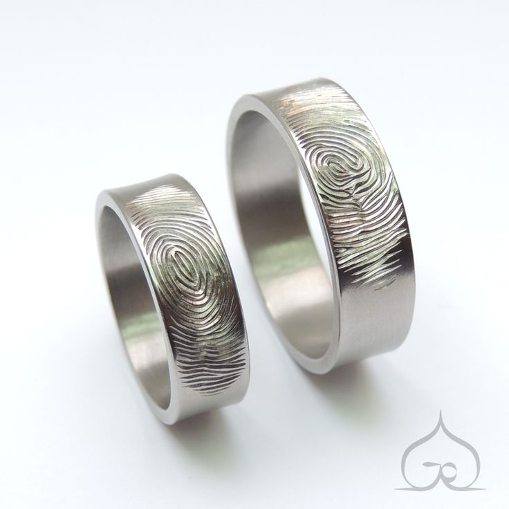 titanium trouwringen vingerafdruk Handgemaakt, gegraveerd, met de hand gegraveerd, niet gelaserd, onverslijtbaar, ambachtelijk, artisanaal, te maken in goud, zilver, titanium, gepersonaliseerd, telkens uniek.