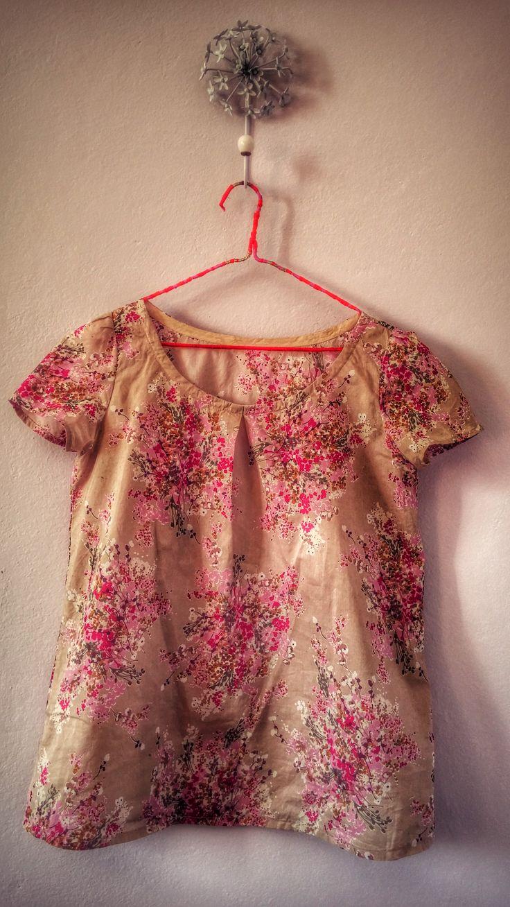 Made in Macchiolina n. 7 Blusa a fiori. Semplice ma graziosa. Modello di Shufu-To-Seikatsusha