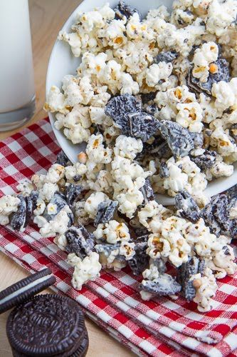 This Cookies 'n' Cream Popcorn from @Kevin Mann Mann Mann Mann Mann Mann Mann (Closet Cooking) is perfect for a winter's night in with a movie. Pair it with a mug of hot chocolate and settle in for the perfect evening.