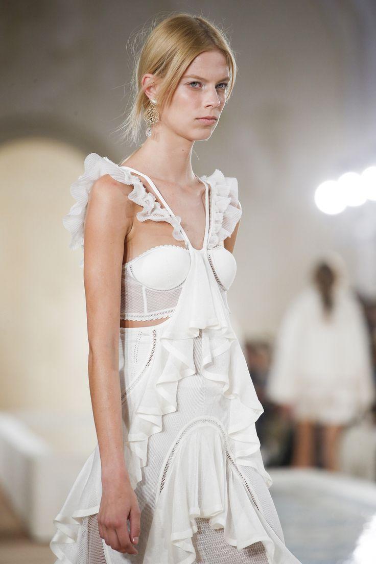 Balenciaga Spring 2016 Ready-to-Wear Fashion Show - Anna Ewers (Women)