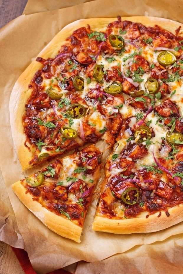 BBQ-CHICKEN-PIZZA-BBQ Chicken Pizza - made with grilled chicken, sliced jalapenos and red onions, and cilantro, So good you'll never go to CPK again!#bbqchickenpizza #chickenpizza #bbqpizza | Littlespicejar.com @littlespicejar