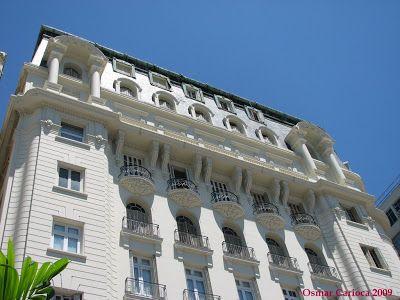 As construções realizadas pelos Guinle já renderam até um mestrado em arquitetura, na PUC do Rio, defendido por Roberto Cattan. Entre os edifícios residenciais construídos por integrantes da família, destacam-se os edifícios ecléticos da orla do Flamengo. Um deles, localizado no número 116, foi idealizado pelo doutor Octavio (proprietário do hotel Copacabana Palace) e desenhado, em 1923, pelo mesmo arquiteto do Copacabana Palace, Joseph Gire...