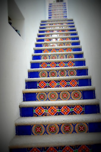 escaleras con azulejos