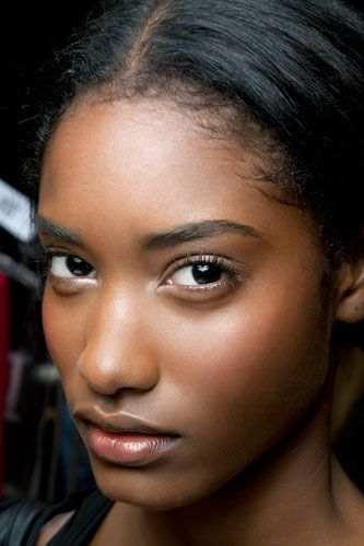 'No Makeup' Makeup for Darker Skin Tones - theFashionSpot | The difference between no makeup and 'no makeup' makeup is subtle but can make a world of difference...
