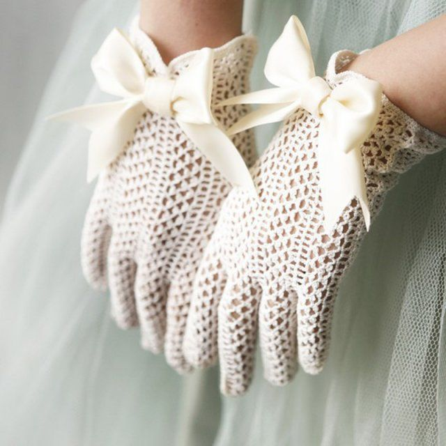 Des gants en dentelle
