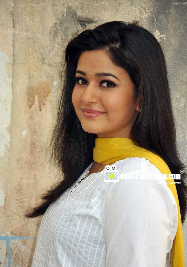 wallpaper of Actress Poonam Bajwa