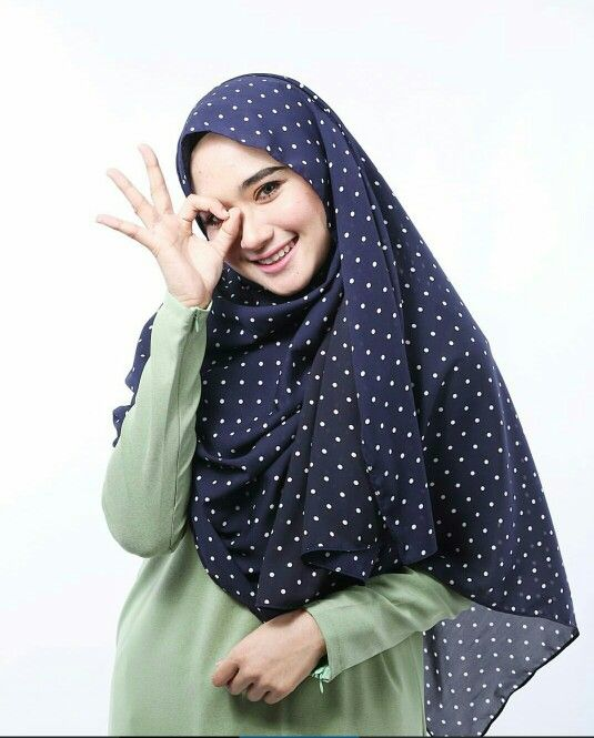 Polka dot shawl @bymawaddahizzati Photo by hnhm.photoworks
