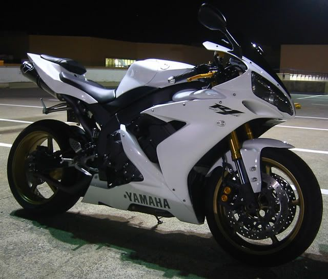 2006 Yamaha R1 White and Gold