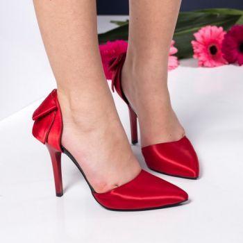 Pantofi stiletto rosii din satin. Inaltimea tocului este de 10,5 cm