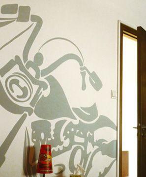 Ζωγραφική στον τοίχο σε δωμάτιο αγοριού με την αγαπημένη του μοτοσυκλέτα. Δείτε περισσότερες πρωτότυπες ιδέες διακόσμησης για το παιδικό δωμάτιο στη σελίδα μας   www.artease.gr