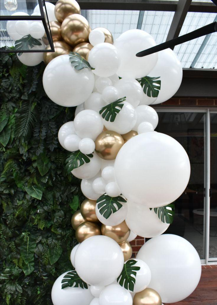 Weiße und goldene Ballongirlande