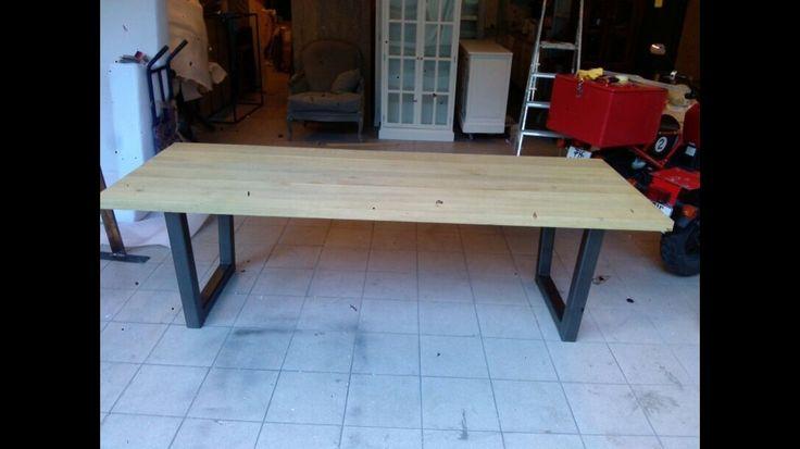 FINN – Massivt eikebord med bein i stål-KUPP-