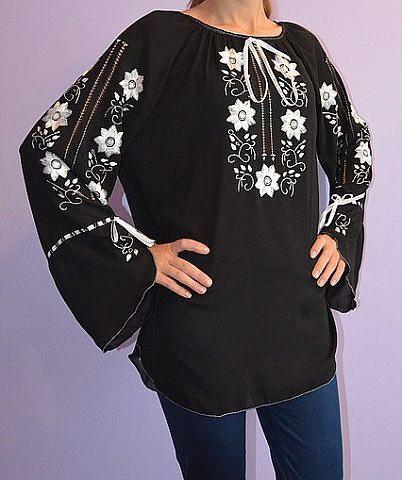 Черная блузка из шифона с белой вышивкой для женщин