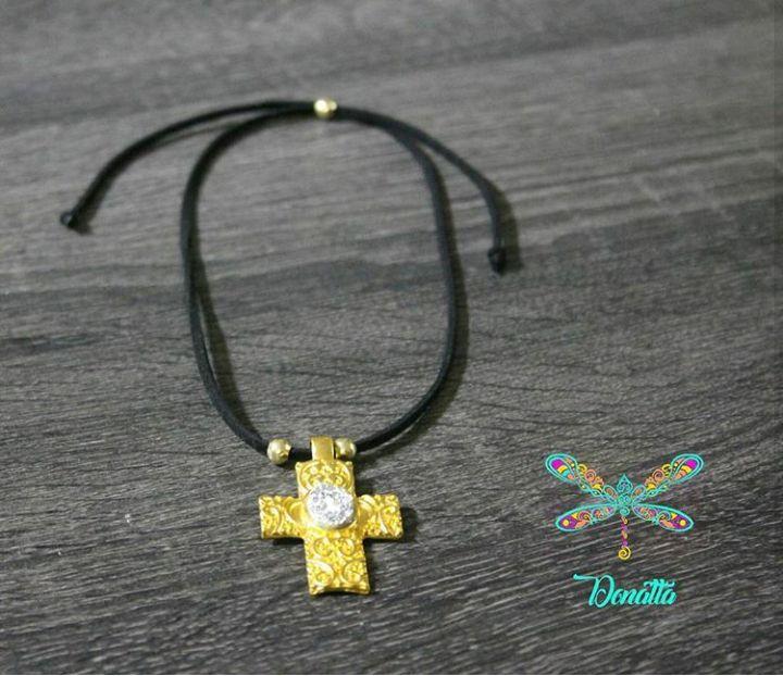 Collar en cuero plano negro Balines oro golfi Dije con baño de oro e imitación de Drusa