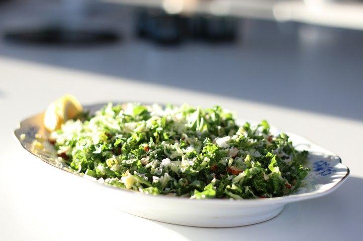 Fräsch, mättande, nyttig och robust bassallad som passar till allt - fisk, kött, korv, grillat, rökt. Bästa lunchsallad, ta-med-sallad och till picknick, d