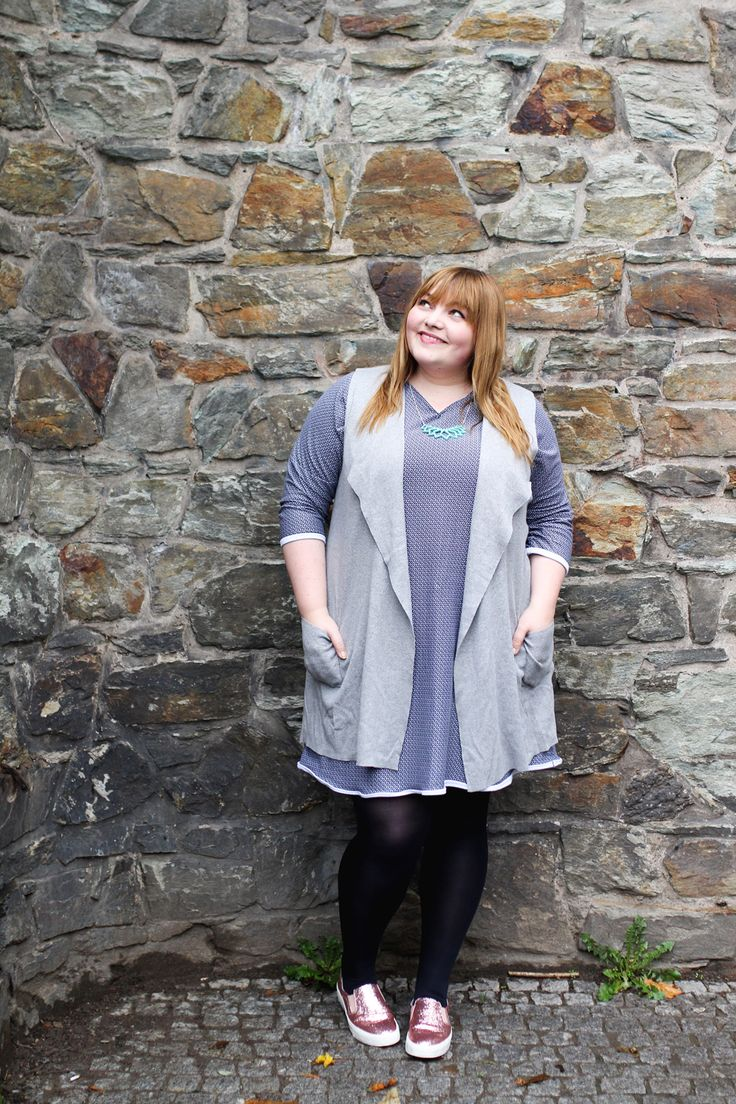kathastrophal.de - plus size outfit: DIY sweater dress + vest + glitter shoes