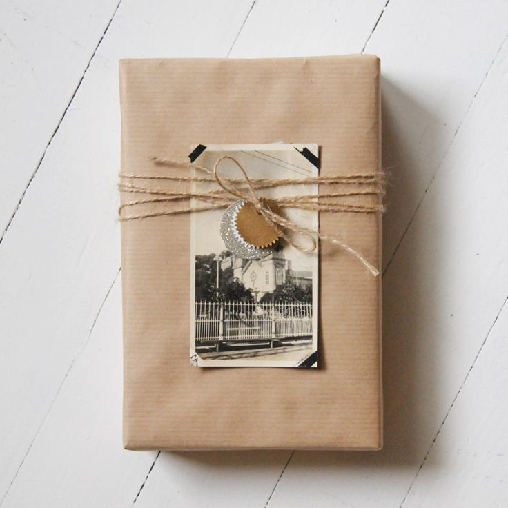 parcel wrapped with a vintage (sentimental?) photograph attached with photo corners and tied with twine.: Kraft Paper, Diy Gifts, Gifts Wraps, Handmade Gifts, Gifts Packaging, Vintage Photo, Wraps Gifts, Old Photographers, Brown Paper Packaging
