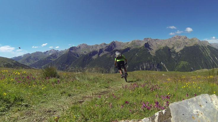 Traversée des Alpes à VTT, par le GR5, voyage effectué pendant 3 semaines en semi autonomie, bivouac et refuges