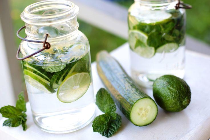 6+1 λόγοι για να πιείτε νερό με αγγούρι Ένα ρόφημα που αποδίδει περισσότερα οφέλη από ό,τι το διάσημο νερό με λεμόνι!