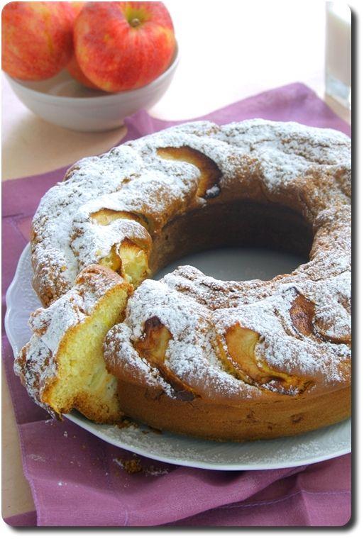 Ciambellone: crown mascarpone, apples, lemon zest