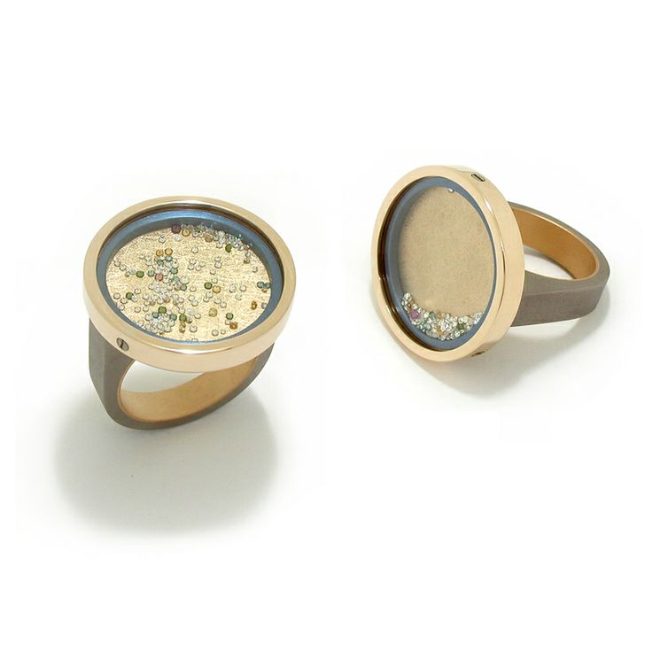 Ring 'Fancy Floating', grijs en lichtblauw titanium, geelgoud, saffierglas, gekleurde diamanten