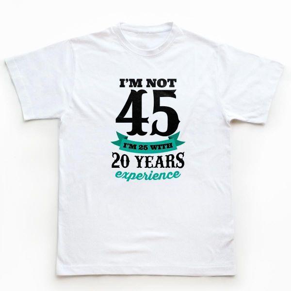 Ai un tata, bunic, nas sau coleg care se distreaza pe seama varstei lui? Uite cum ar arata atunci tricoul lui.    Cifrele de pe tricou se pot modifica, dupa caz: https://www.tiparo.ro/tricouri-personalizate/tricouri-aniversare/tricouri-aniversare-1