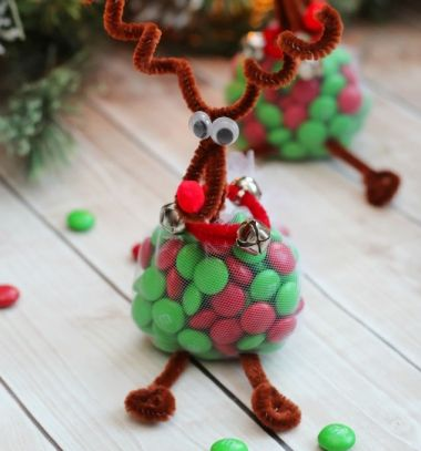 Cute & easy DIY reindeer Christmas gift bag // Aranyos egyszerű rénszarvasos mikulás ajándék pipatisztítóból // Mindy - craft tutorial collection // #crafts #DIY #craftTutorial #tutorial #DIYGift #Gifts #KreatívAjándék #HandmadeGifts