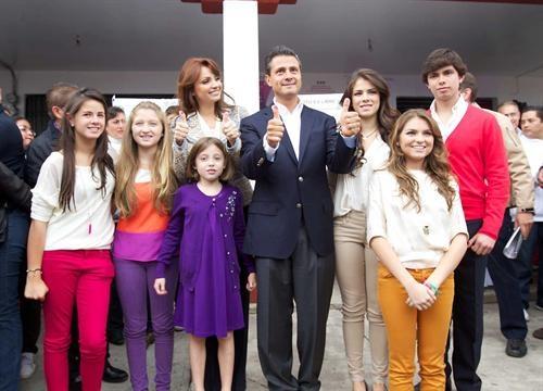 La Familia Mirrreynbow que nos va a gobernar.