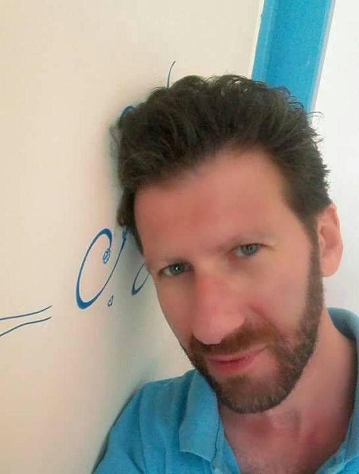 """Mario Fresa, classe 1973, raffinatissimo critico letterario, collabora con numerose riviste tra le quali """"Nuovi Argomenti"""", """"Almanacco dello Specchio"""" e """"Gradiva"""". È traduttore dal latino e dal francese (Catullo, Marziale, Pseudo-Bernardo di Chiaravalle, Musset, Desnos, Apollinaire, Frénaud, Char, Duprey, Queneau) ed è autore di vari libri di critica e di poesia. Tra i suoi ultimi…"""