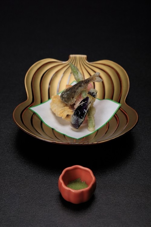 Kaiseki Ryori: Japanese Haute Cuisine 懐石料理   Fit for an Emperor! Another 'To Do' when in Japan.