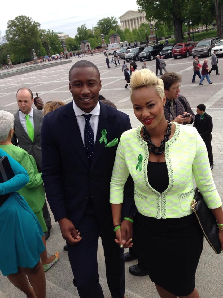 Chicago Bears WR Brandon Marshall and his wife Michi show their support of Stamp Out Stigma