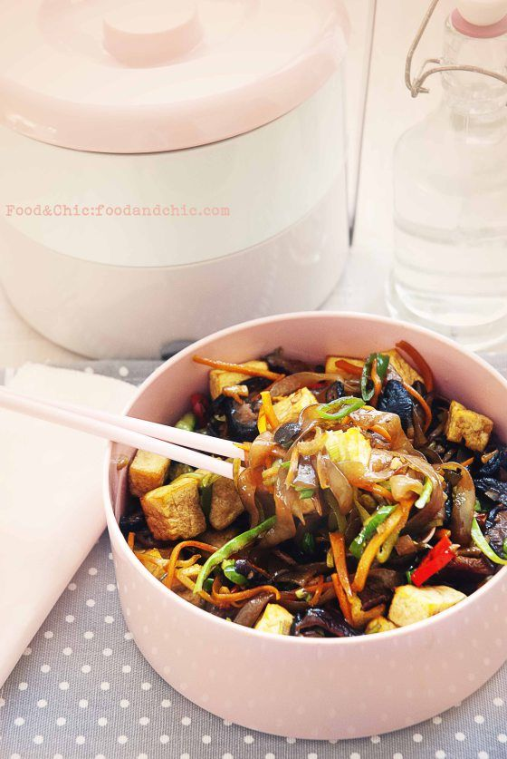 Fideos Shirataki salteados con verduras y tofu