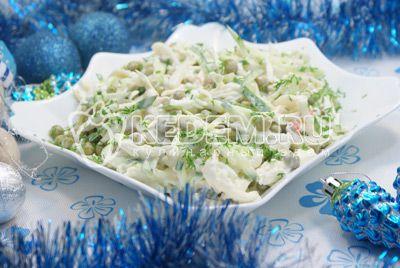 Салат с кальмарами и огурцом