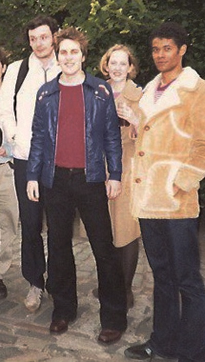 Julian Barratt, Noel Fielding and Richard Ayoade - Young Ones! This photo makes me want to time travel and hang out with these cute funny guys!