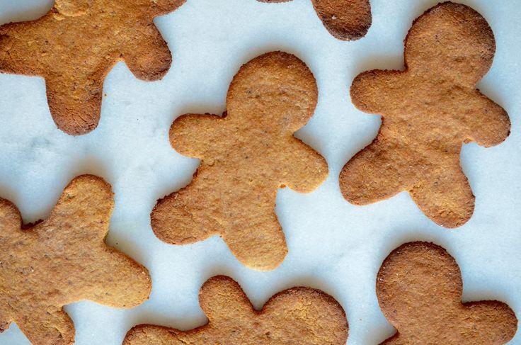 In Nederland is dit mannetje nog niet zo bekend, maar in Amerika zijn ze er dol op; Gingerbread Men.Dit is niet het traditionele recept (maar dat zijn jullie inmiddels wel gewend van mij) want deze koekjes bevatten namelijk geen geraffineerde suiker en gluten. Maar daarom niet minder lekker! Ik maak ze altijd rondom de feestdagen… Read More »