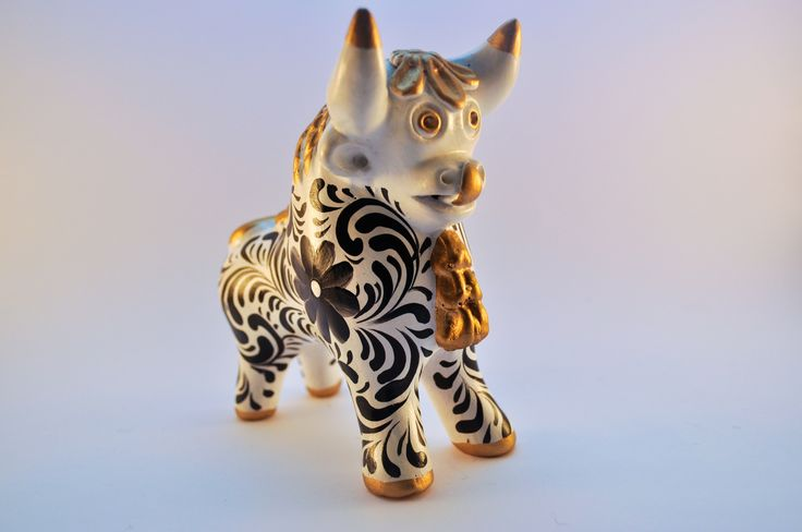 Available in multiple colours. The Pucara bull made of ceramic material is a part of Peru's culture and is often used as roof decorations in villages. They are believed to be harbingers of good fortun