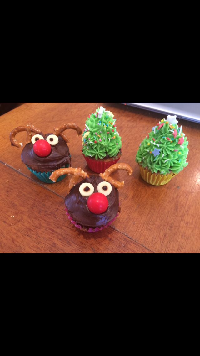 Trees and Reindeer cakes!