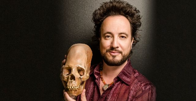 A Close Encounter with Alien Con, Plus Q&A with the TV Star of History's 'Ancient Aliens'