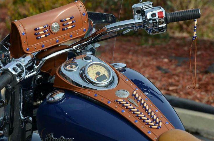 Wunderschöne Lätzchen- und Taschenlederarbeit!   – Indian motorcycle leather and collectables !