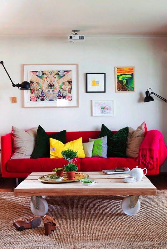 IDEAS DECO: Cómo decorar el salón con un sofá rojo