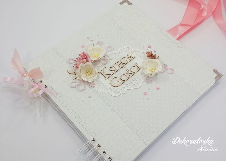 Ręcznie zdobiona księga gości weselnych nie tylko zrobi wrażenie i zachęci do wpisów, ale na dodatek będzie pięknie wyglądała na półce w Waszym domu! :)  Ta księga jest dostępna w sklepie internetowym Madame Allure.