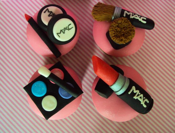 MAC make-up cupcake set