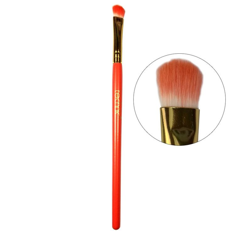 Το Smudger Brush 16 cmαπό την Technic είναι ένα duo-fiber πινέλο, κατάλληλο για να απλώσετε και να κάνετε blending την σκιά σας, δίνοντας το