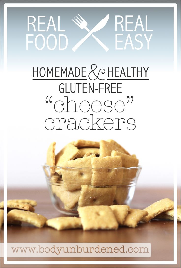 "These homemade and healthy gluten-free ""cheese"" crackers are my new..."
