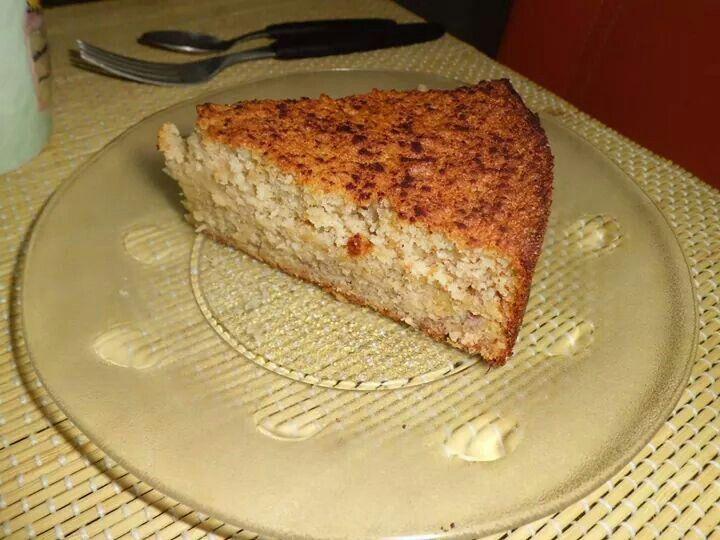 Bolo de Banana com Farinha de Rosca sem Glúten Ingredientes 1 xícaras de adoçante ( Tal e qual) 3 ovos 1 xícara de óleo 2 e 1/2 xícaras de farinha de rosca sem glúten 1 colher de sopa de fermento químico 5 bananas amassadas com o garfo ( nanicas ou d'água) 1 colher de sopa de canela em pó Modo de Preparo Bata na batedeira as gemas. Em seguida acrescente a farinha de rosca e o adoçante alternando com o óleo, bata bem até virar uma farofa. Em seguida retire da batedeira e acrescente as bananas…