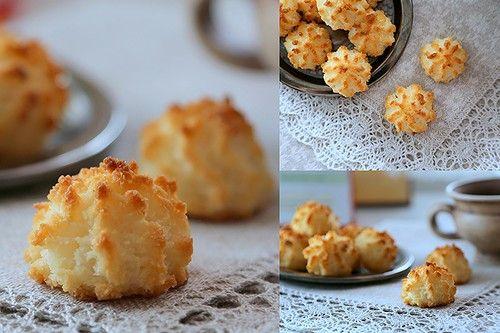 кокосовая стружка - 250г сахар - 150г яйца - 3шт Все ингредиенты хорошо смешать, сформировать небольшие шарики/ конусы (или воспользоваться прессом для печенья),…