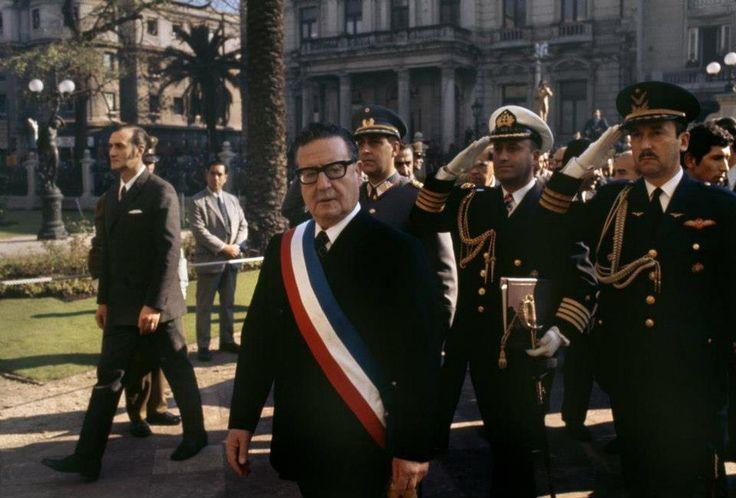 Presidente Allende saliendo del Congreso Nacional, Santiago de Chile