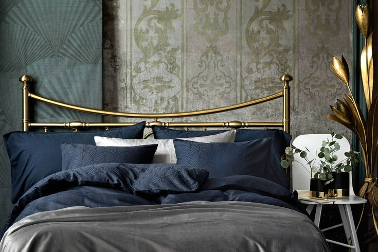 H&M Home offer a large selection of top quality interior design and decorations. Find the right accessories for your home online or in-store.